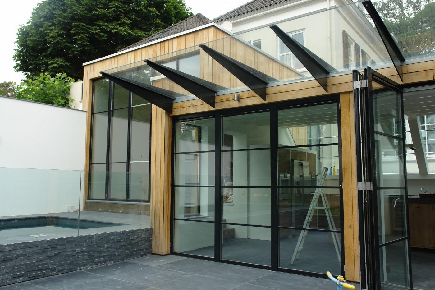 Het ontwerp zorgt voor volop daglicht toetreding door de glasgevels.