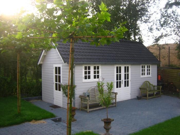 Ook het tuinhuis is gebouwd door Prefit.