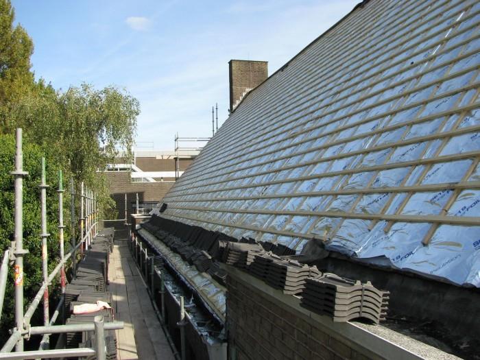 Het dak is volledig gerenoveerd en geïsoleerd.